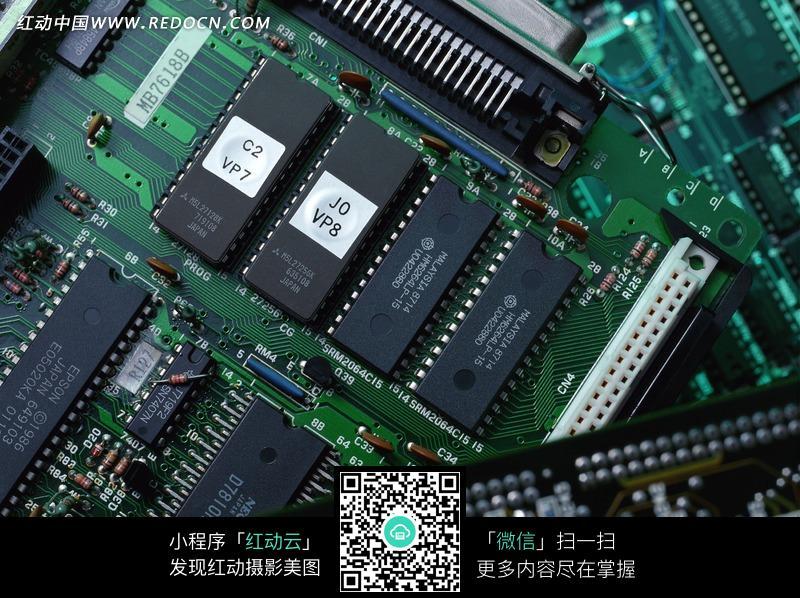 电路板上的电子芯片图片