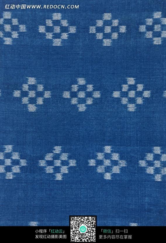 蓝色背景上方块组成的菱形图案图片