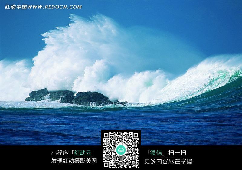 海浪礁石图片_