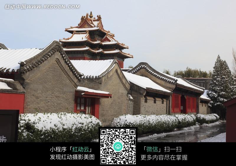 天空 白雪覆盖 中国古代建筑 树木 道路  名胜古迹 风景名胜 摄影图片