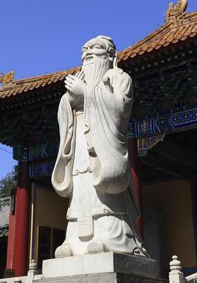 北京国子监的孔子雕塑