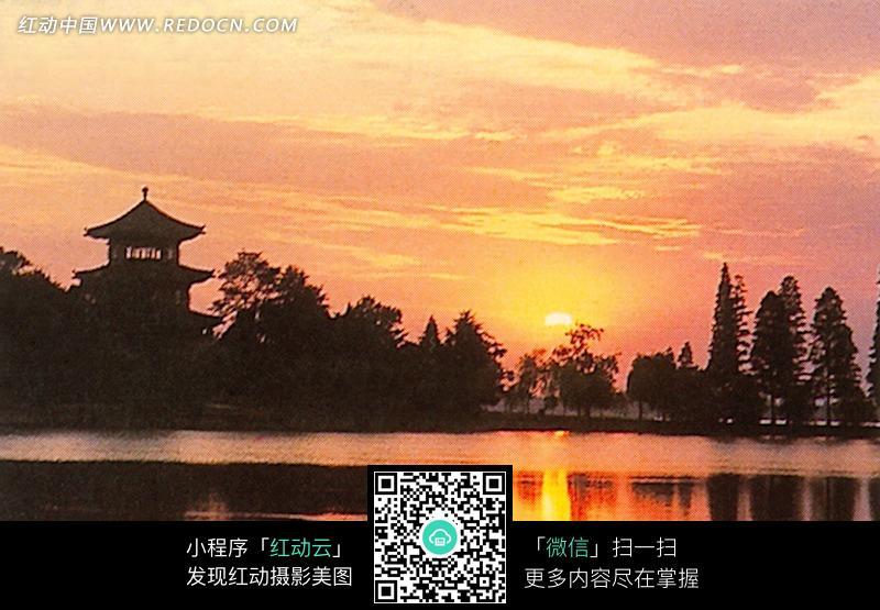 免费素材 图片素材 自然风光 自然风景 落日下的湖泊和树林中的楼阁