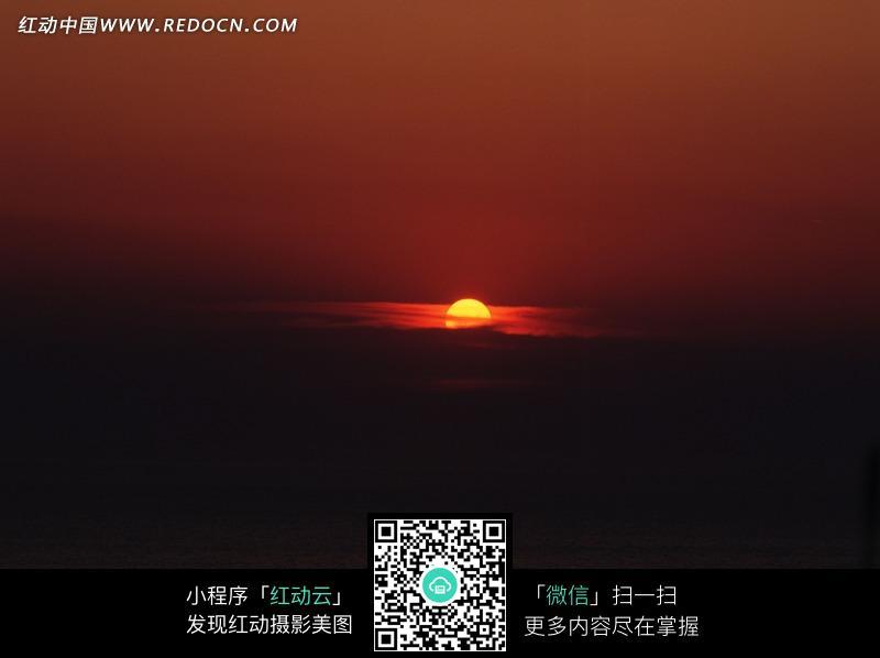 免费素材 图片素材 自然风光 自然风景 黑色云层后半个金色的太阳  请