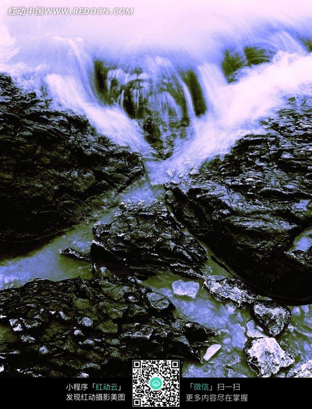 深色岩石 白色瀑布 白色水流 溪水  自然风光 风景图片 摄影图片