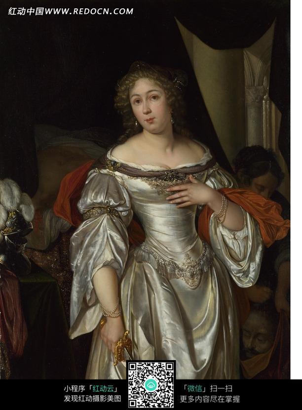女人 银色/左手摸胸口穿银色礼服的外国女人油画