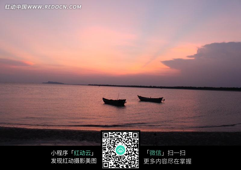 免费素材 图片素材 自然风光 自然风景 黄昏时海面上的小船  请您分享