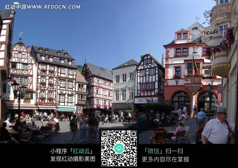 欧洲城市商业楼和人群图片_自然风景图片