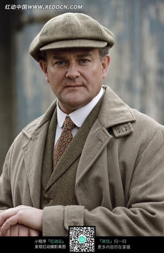 戴瓜皮帽的外国男人图片