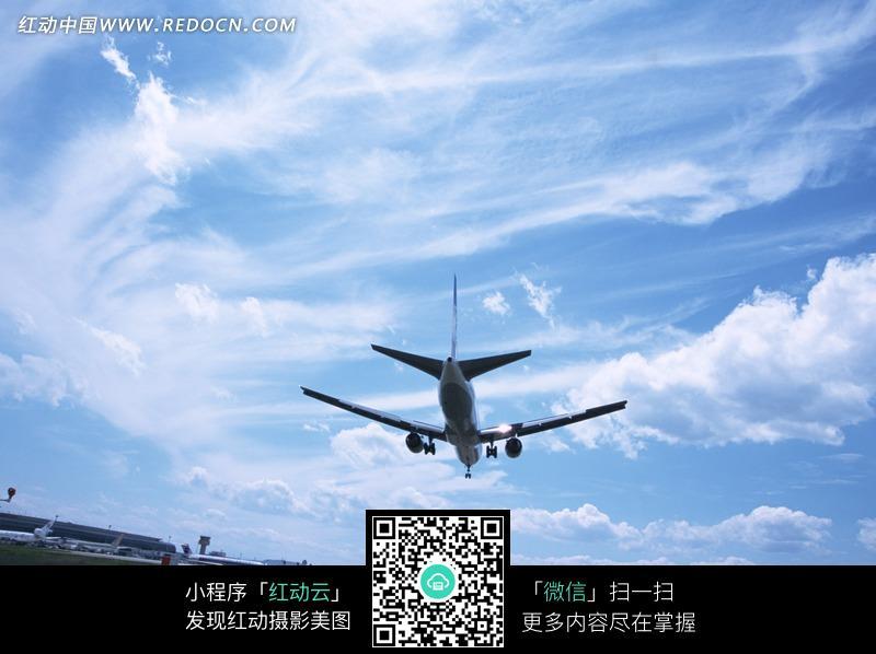 免费素材 图片素材 自然风光 自然风景 > 天空中的飞机图片  免费下载