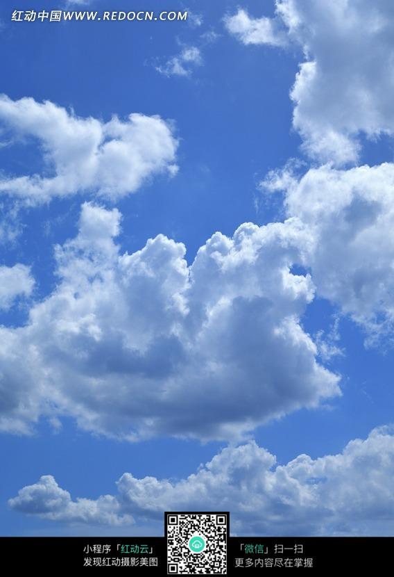 素材下载 图片素材 自然风光 天空云彩 > 蓝天中美丽的白云图片  &
