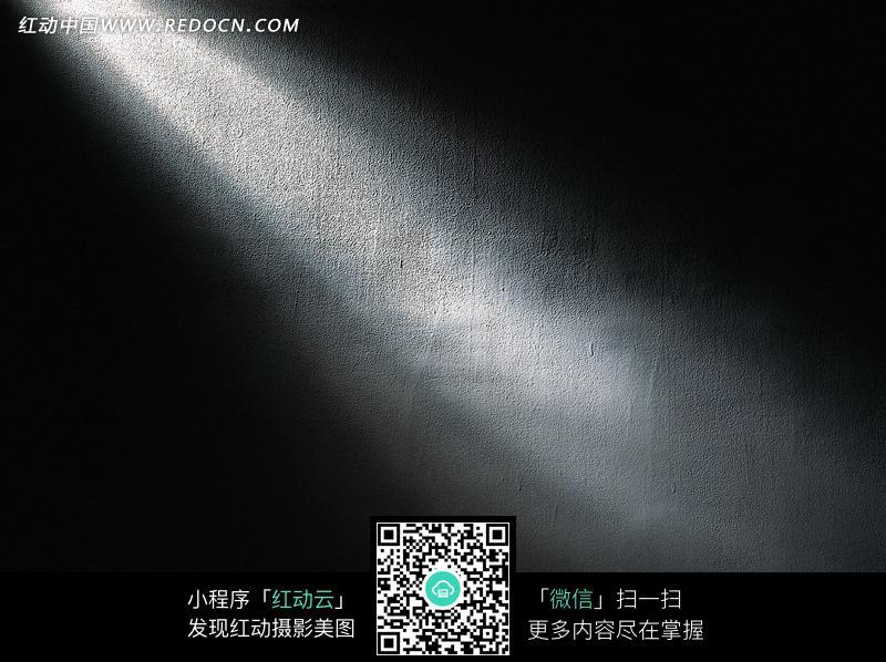 opengl中贴图背景太暗-黑暗中的一道白色光线图片