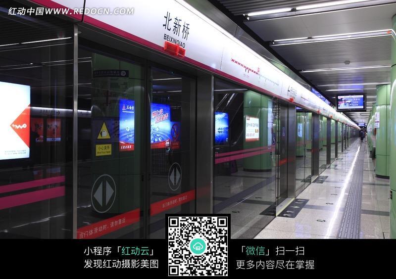 北京北新桥地铁站站台?