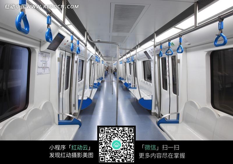 空荡的地铁车厢图片