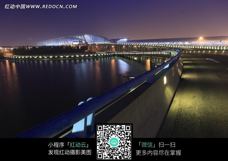 上海浦东飞机场的远景摄影图图片