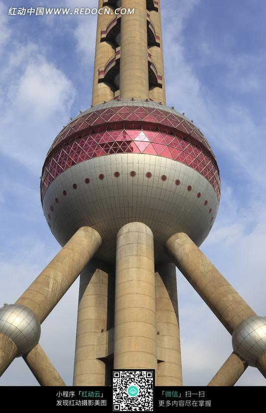蓝天下的上海电视塔图片