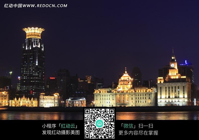 黄浦江璀璨的上海外滩