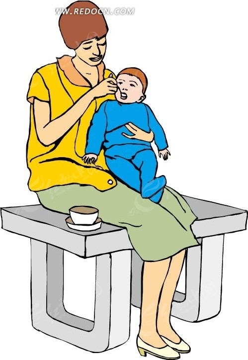 长凳上喂小孩吃东西的妈妈