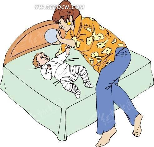 妈妈和躺在床上的婴儿玩耍