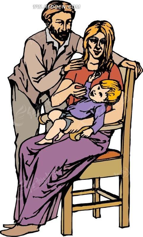 椅子上抱着小孩的妈妈和爸爸