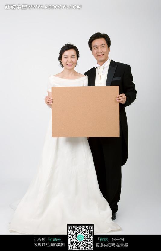板子的中年夫妻图片