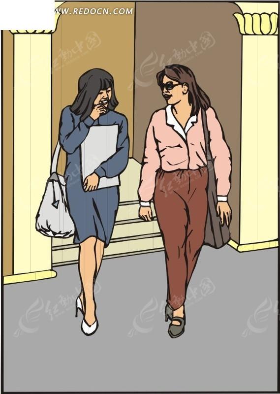 两个背着包走路的美女