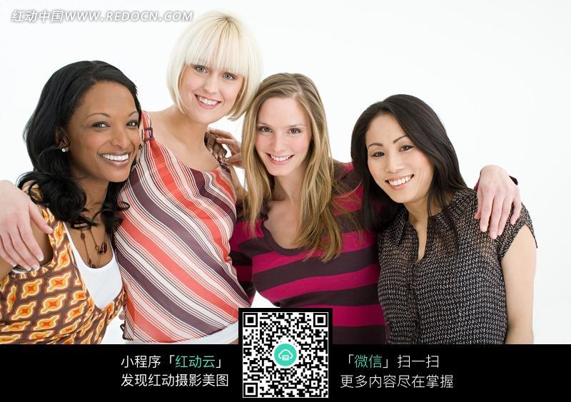 起的四个美女图片