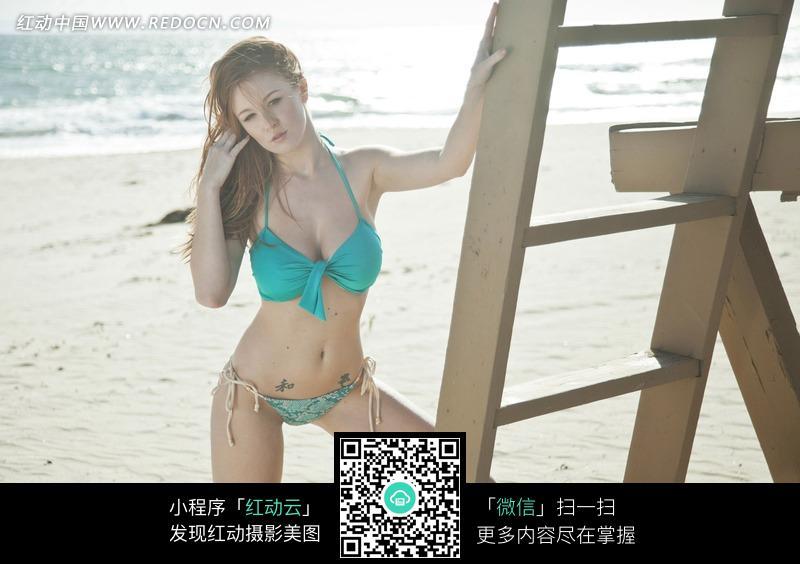 海边性感泳衣美女图片