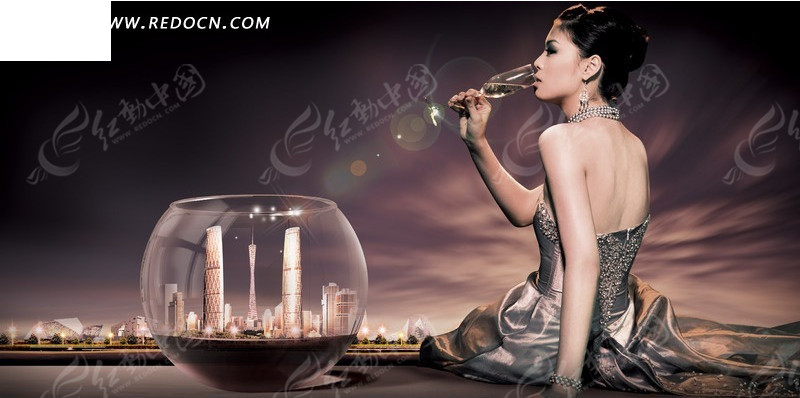 玻璃容器中的高楼大厦和喝酒的气质美女psd素材