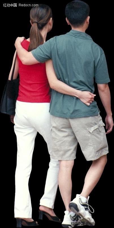 搂在一起的情侣背影图片