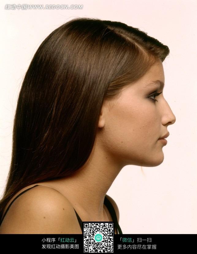 侧脸的外国长发美女图片