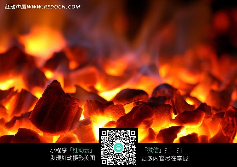 燃烧的炭火图片