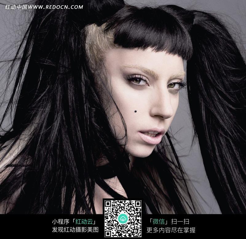 黑色长发的外国美女图片