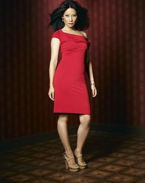 韩国美女明星-韩彩英图片 下载收藏 外国好莱坞明星 下载收藏 穿红裙