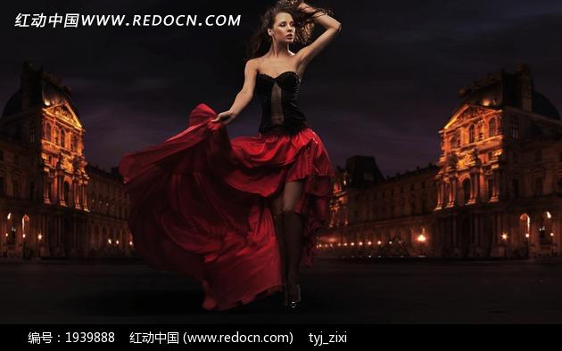 红裙美女 欧式建筑图片素材