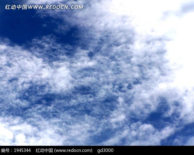 蓝色云朵手绘背景