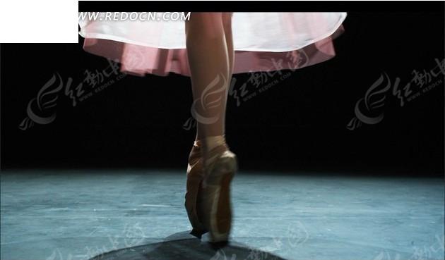 轻盈的芭蕾舞表演图片