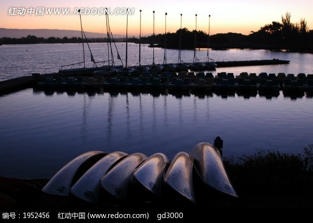 海岸线 岸边  平静水面 自然风景 世界风景 风景名胜 风景素材 湖光山
