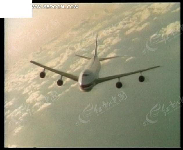 飞行在空中的民航客机