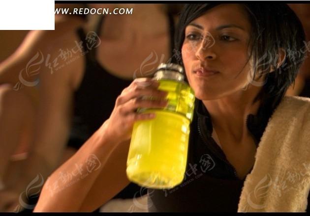 国产最新情色视频下载_喝黄色饮料的的女运动员mov素材免费下载_红动网