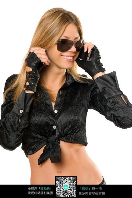 戴着墨镜的长发外国美女图片