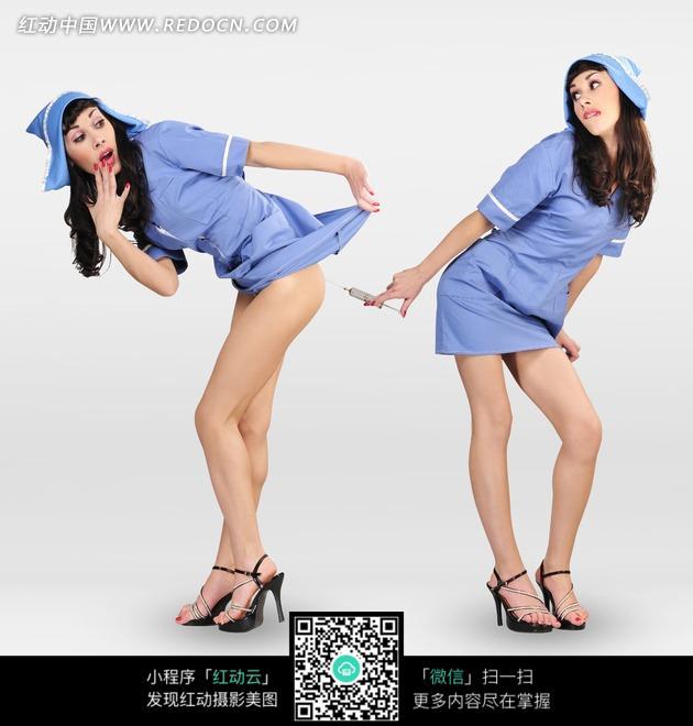 两个穿蓝色护士服的性感美女图片