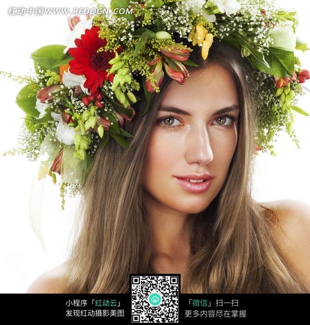 头上戴花环的长发美女_女性女人图片