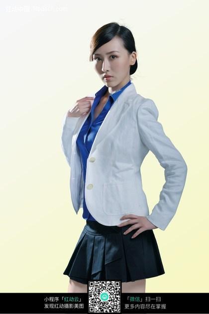 穿着行政套装短裙的职业美女图片图片