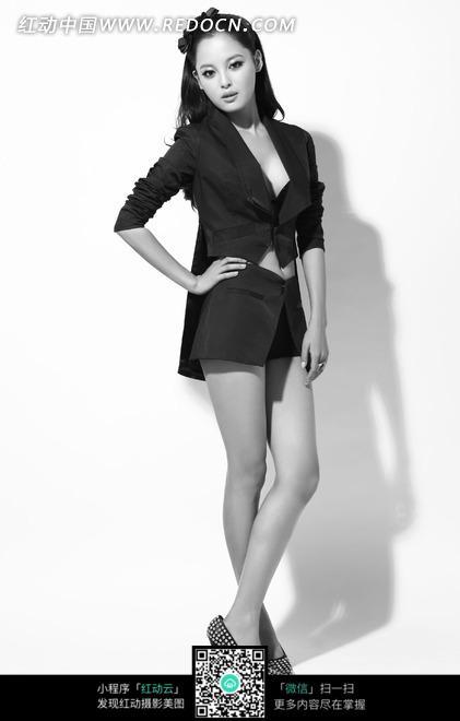 美女 性感 职业装-叉腰性感的职业装美女