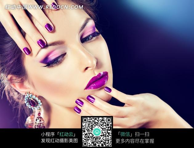 指甲油的美女图片