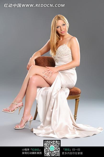 裙子的外国美女图片