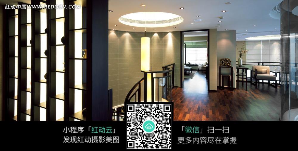 免费素材 图片素材 环境居住 室内设计 中式花架和大厅内的圆形灯饰