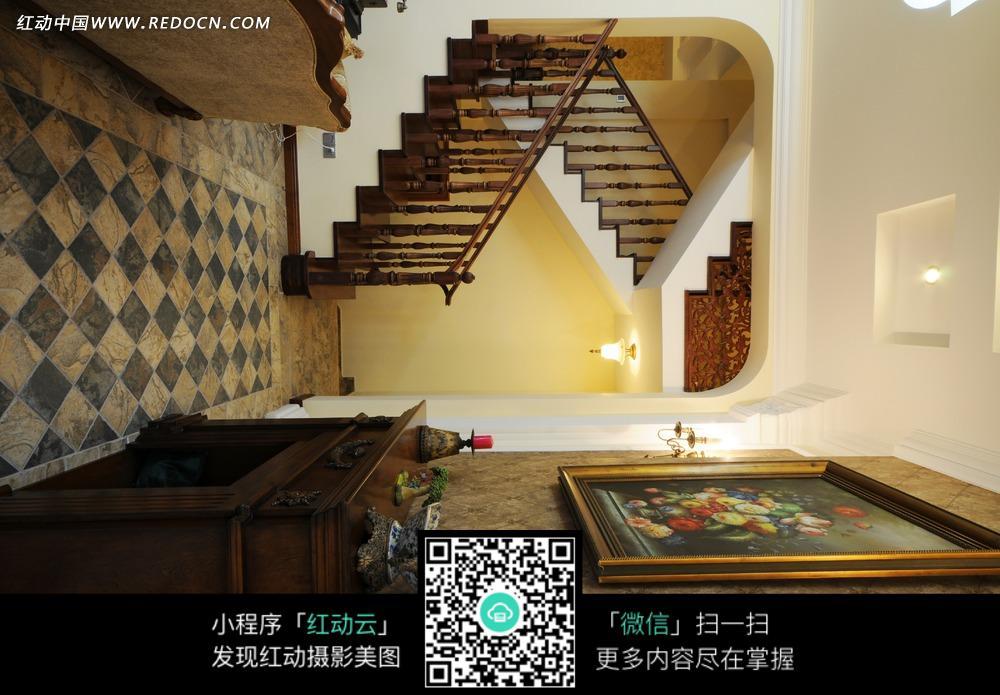木头楼梯 花朵挂画 装饰画 柜子 家具 室内设计 家装设计 装饰效果图