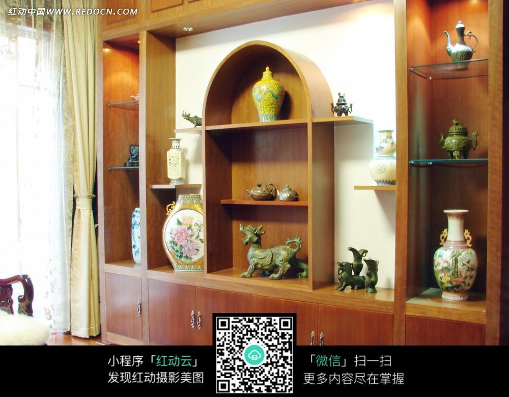 免费素材 图片素材 环境居住 室内设计 柜子上的青铜和瓷器摆件