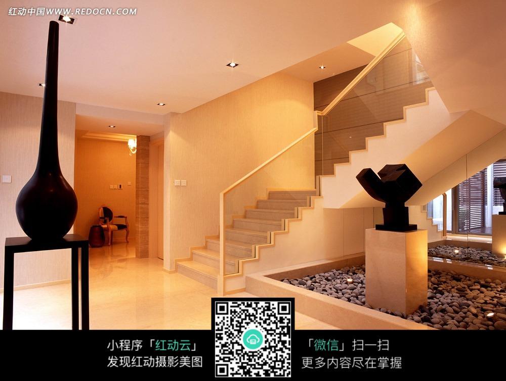 免费素材 图片素材 环境居住 室内设计 白色房间内的白色楼梯和黑色图片